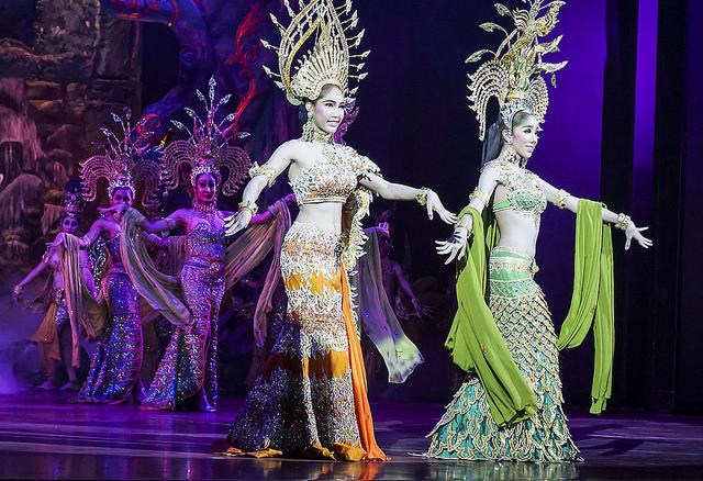 ladyboys-in-thailand-bangkok-myproguide-flickr