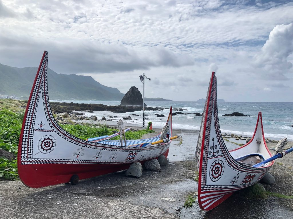 traditional-canoe-dawu-people-orchid-island-taiwan