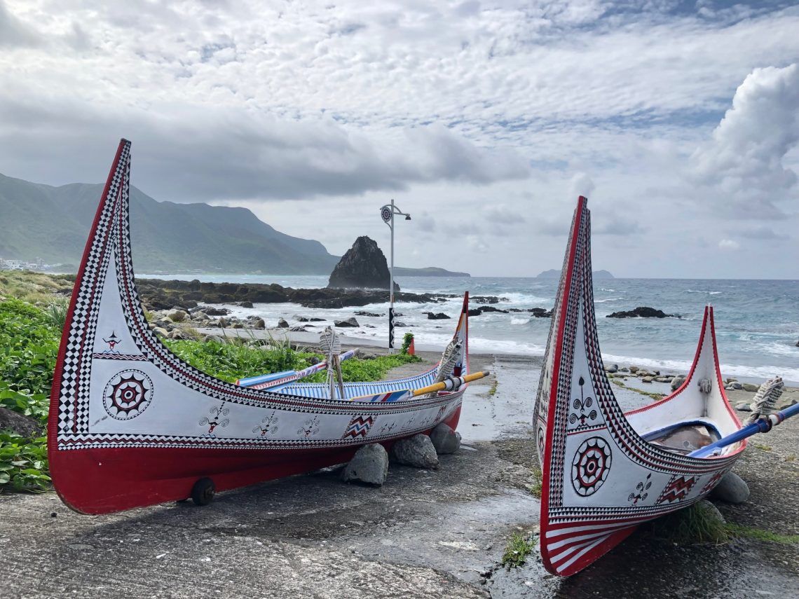 traditional-canoe-dawu-people-orchid-island-taiwan